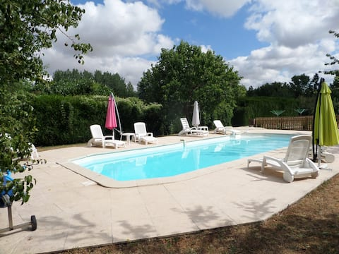 Beautiful 3-Bed Cottage in Paizay-le-Tort