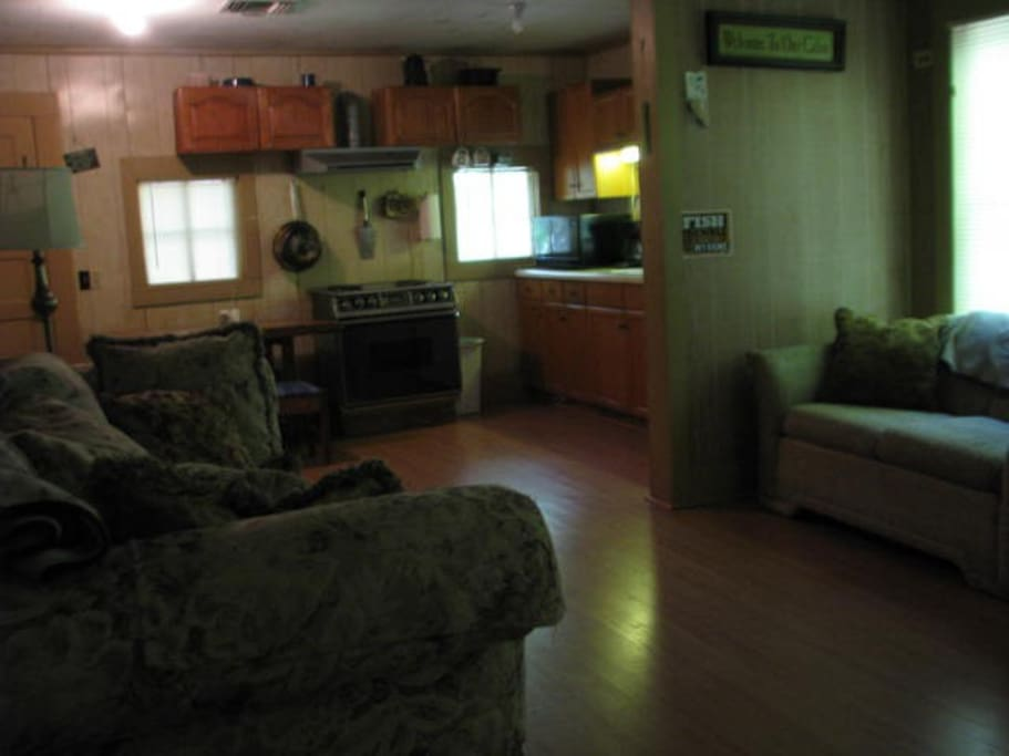 Bass hollow rustic camp on toledo bend cabins for rent for Living room zwolle