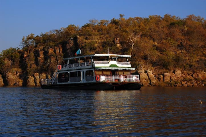 Bateleur - a houseboat experience never to forget