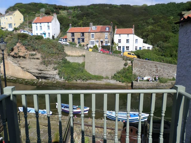 Heart of Staithes -Beautifully refurbished cottage - Staithes