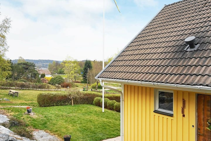6 person holiday home in UDDEVALLA