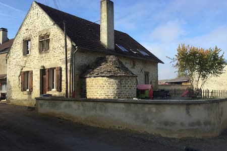 Belle Maison Bourguignonne pour famille ou groupe - Athie - House