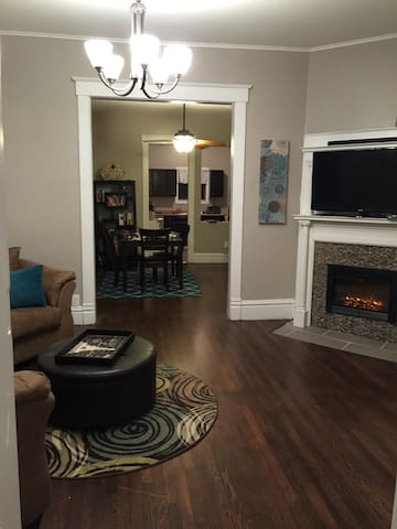 Charming and spacious WDM duplex - West Des Moines - Hus