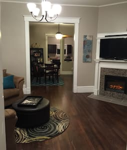 Charming and spacious WDM duplex - West Des Moines