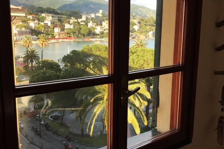 Vista dal Salone...incantevole tutto il Golfo di Santa Margherita Ligure