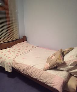 Lovely single room in Ilkley near the Moors - Ilkley