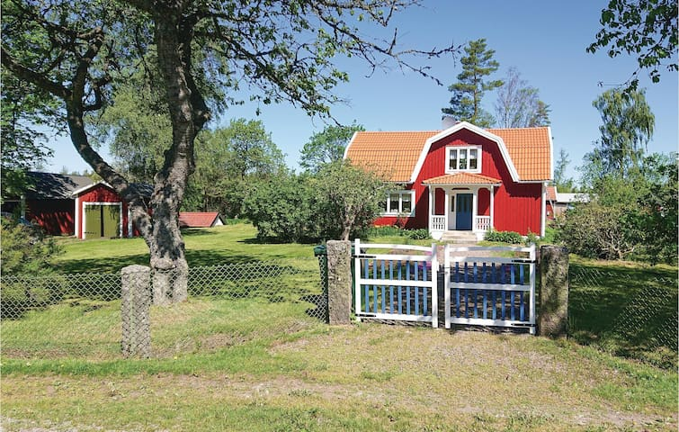 Holiday cottage with 3 bedrooms on 100m² in Broakulla