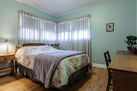 Private bedroom in downtown Skokie - Skokie