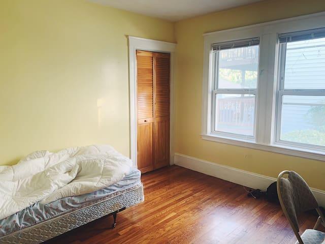 Cozy room in Allston