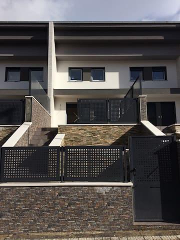 Nuevo adosado con 2 terrazas (A 15 min. de Bilbao)