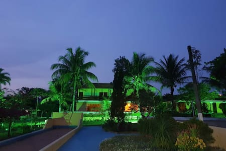 Suítes com acesso a piscina e uma bela área verde
