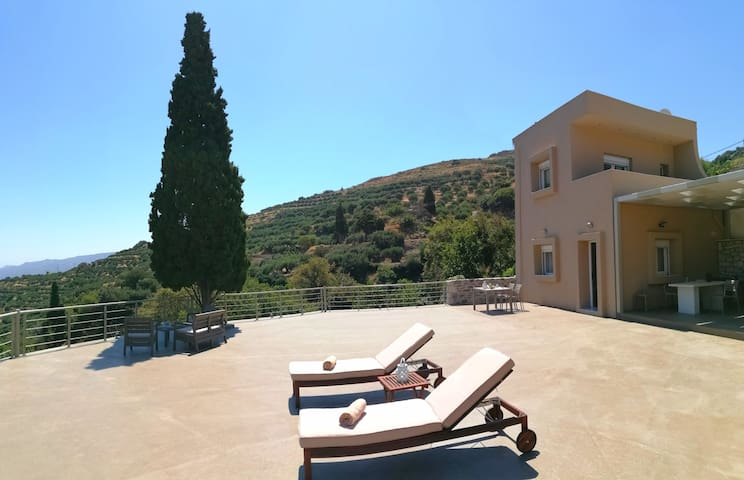 Villa Irini- Cretan luxury villa with amazing view