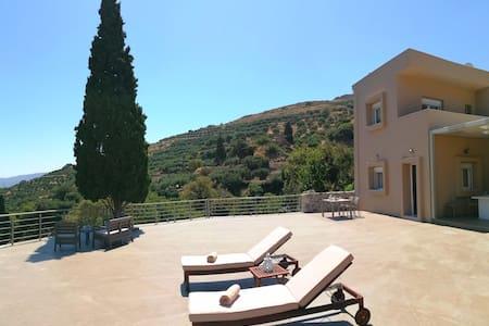Villa Irini- Cretan luxury villa with amazing view