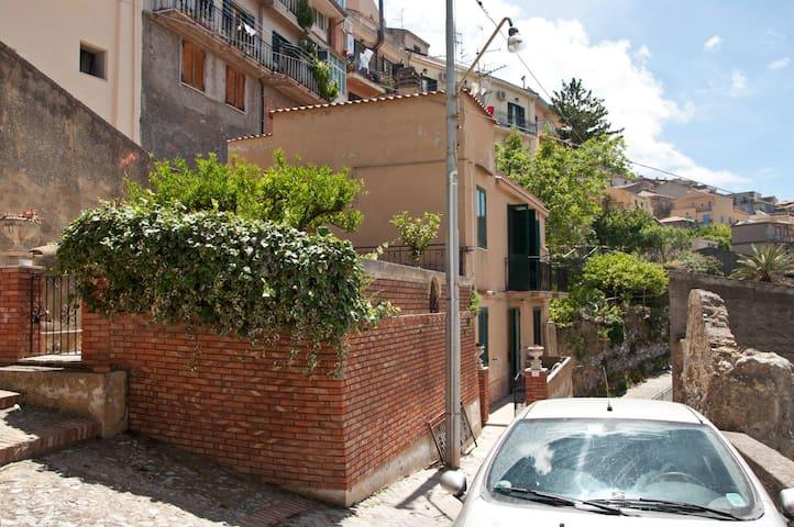 Affittasi villino in Sicilia (me) - Castroreale - Ev