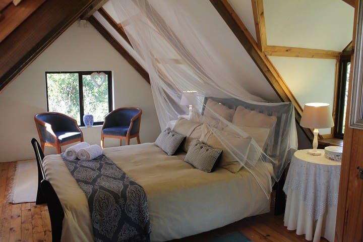 Fairy tale Cottage - lily pond & forest edge - Knysna - Naturhytte