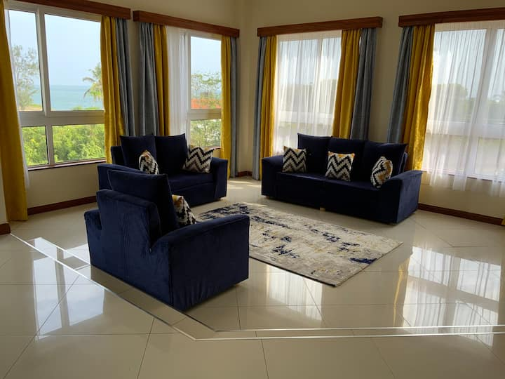 Nyali Lux Sea View Apt with High speed wifi,pool