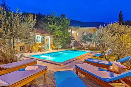 Villa Vultana with private, heated pool & gym