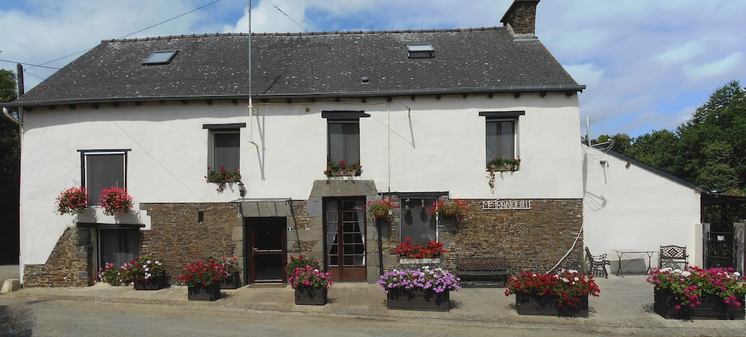 Chez Tranquille - 5 bedroomed Breton Farmhouse