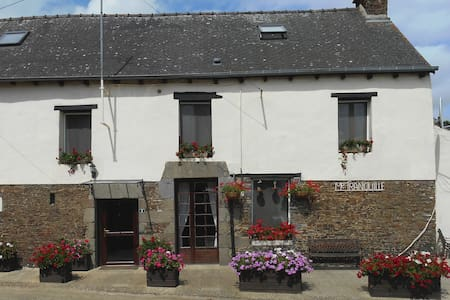 Chez Tranquille - 7 bedroomed Breton Farmhouse - Trévérien - Hus
