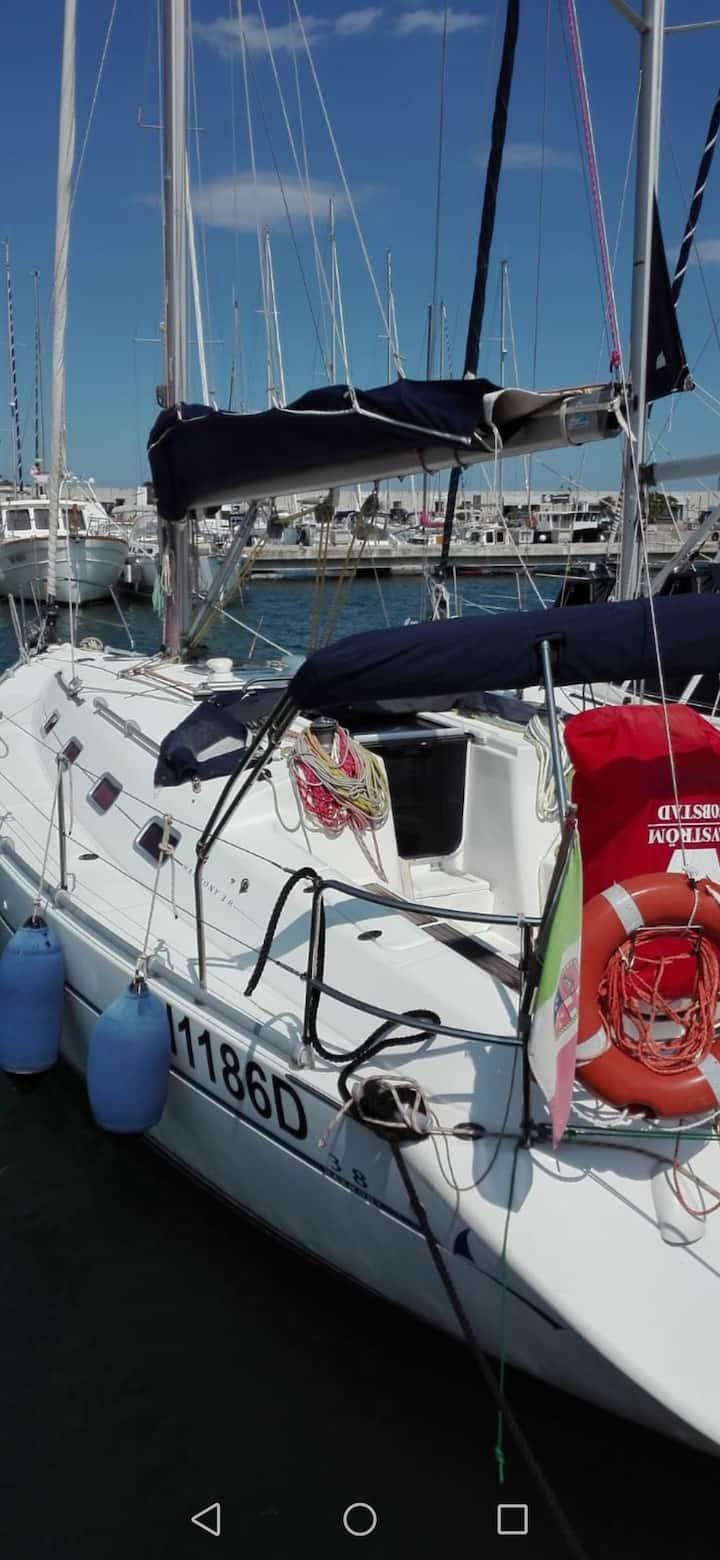 Soggiornare su una barca a vela cullati dal mare