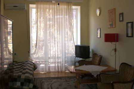 Second Room in Apt Heart of Yerevan - Yerevan - Apartmen