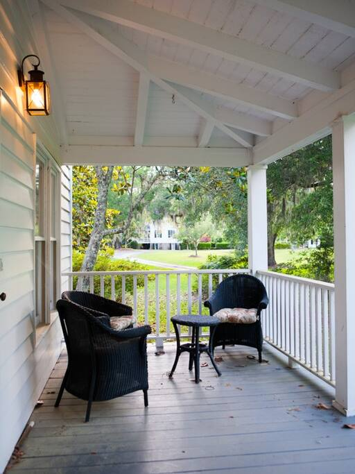 Front porch, great for morning coffee, bird and wildlife viewing.