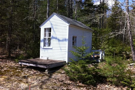 Cozy Teeny Cabin near Acadia/Blue H - Surry