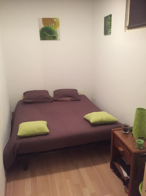1er étage : Petite chambre avec canapé BZ déplié et télé (TNT)