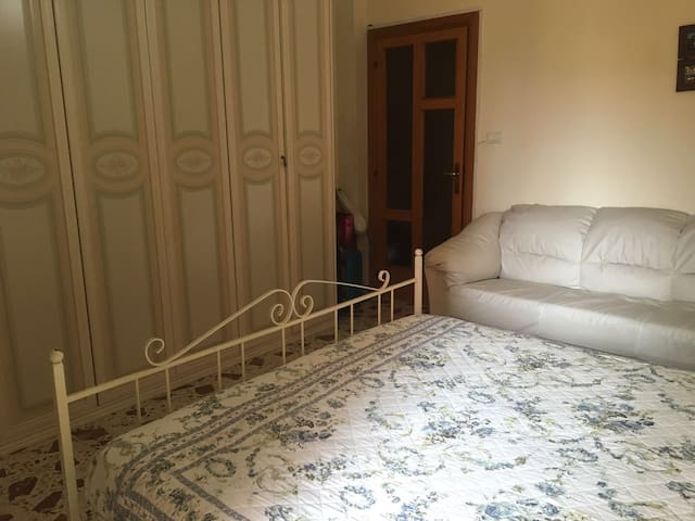 Private room in the appartement near the beach - Salerno - Flat