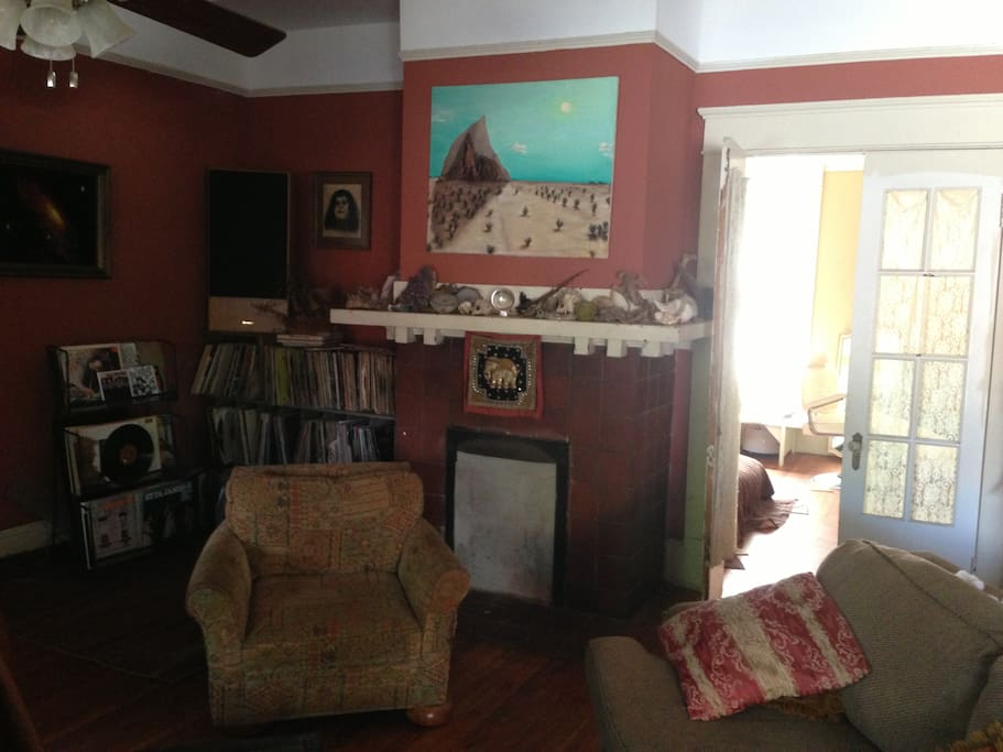 Our spacious living room with the pull out sofa. Plenty of records and books.