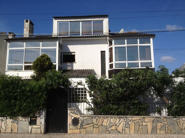 7 rooms to let also 2 family rooms - Cascais - Haus