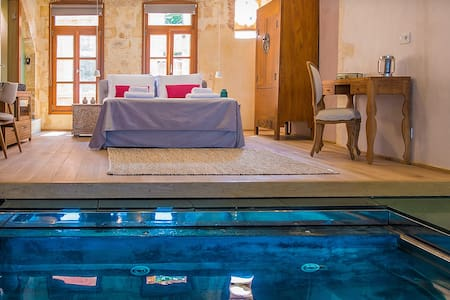 LUXURY SUITE WITH PLUNGE POOL IN THE OLD TOWN - Chania