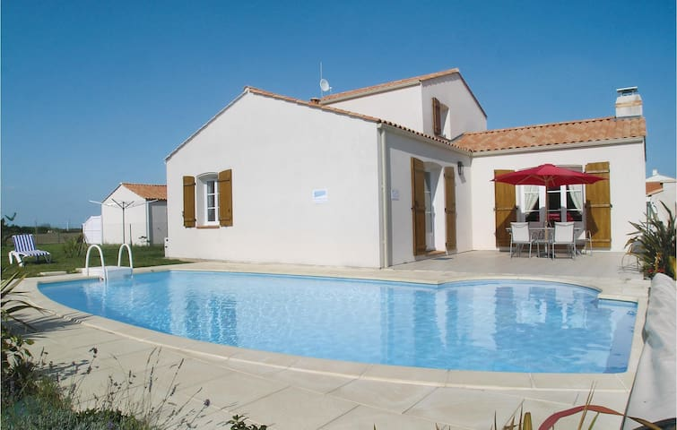 Holiday cottage with 4 bedrooms on 188m² in Bretignolles sur Mer