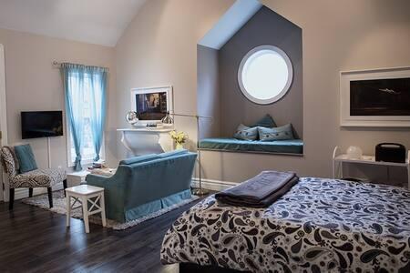 Studio Apartment in the Heart of Elora