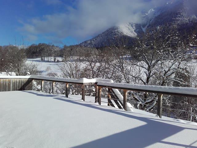 Proximité station de ski La Sambuy & lac d'Annecy.