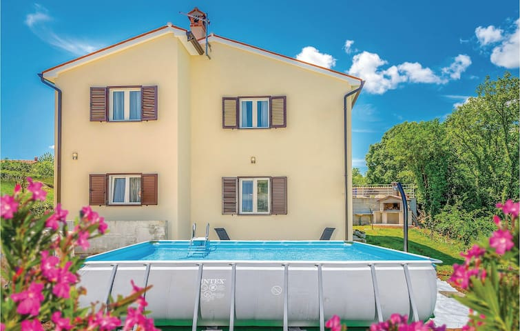 Holiday apartment with 2 bedrooms on 74m² in Labin