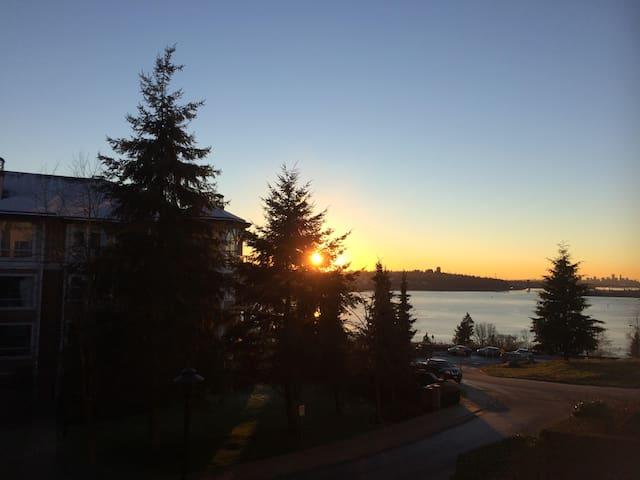 Deercrest Drive - North Vancouver - Apartment