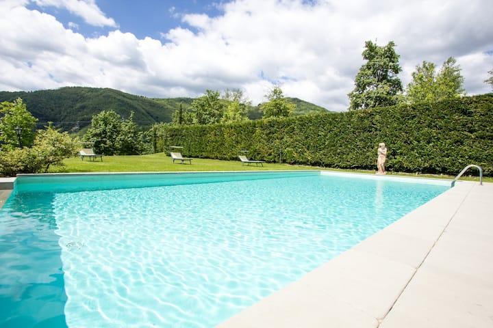 Villa + dependance in Tuscany (9 sleeps)