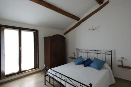 Antico Pioppo, Camera il nido delle rondini - Sale - Bed & Breakfast