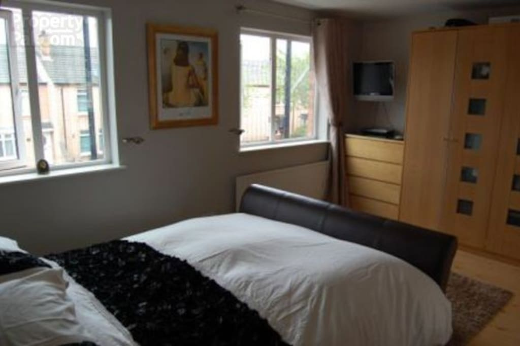 Large double ensuite......plenty of space and a walk-in shower in the ensuite