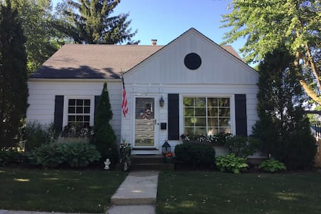 Charming Cape with Easy Access to Anywhere - Milwaukee - Hus