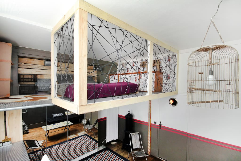 Montmartre village loft industriel parisian apartments for rent in paris - Lit en hauteur fille ...
