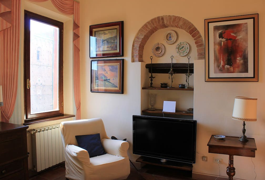 Living room with TV, wi-fi and traditional furniture