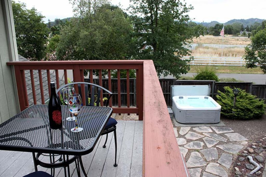 Wine Country Home with hot tub!