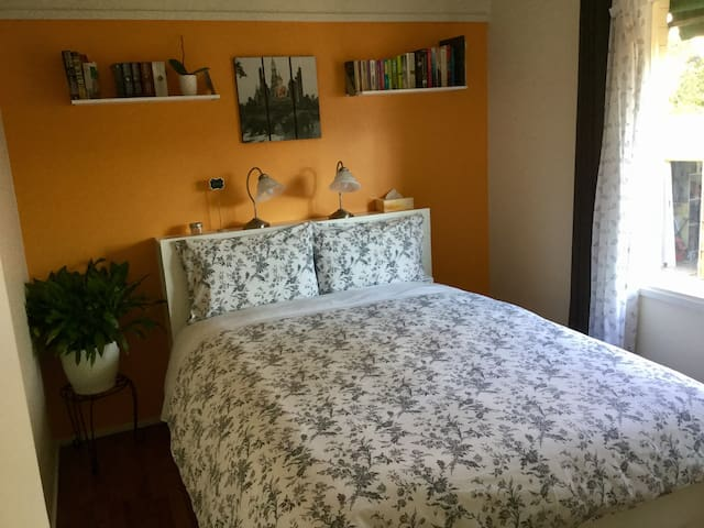 Private comfy room in Yarra Glen.