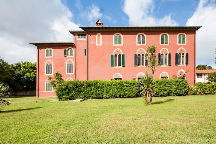 Red Lovely House - Versilia