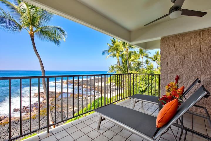 Lounge on the Ocean Front Lanai