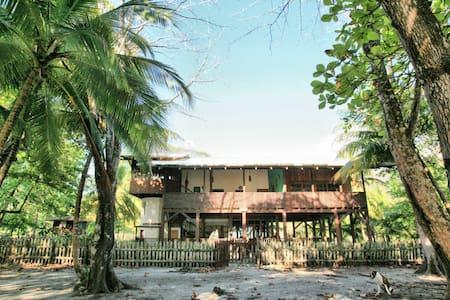 Casa Hermosa - BEACHFRONT Home