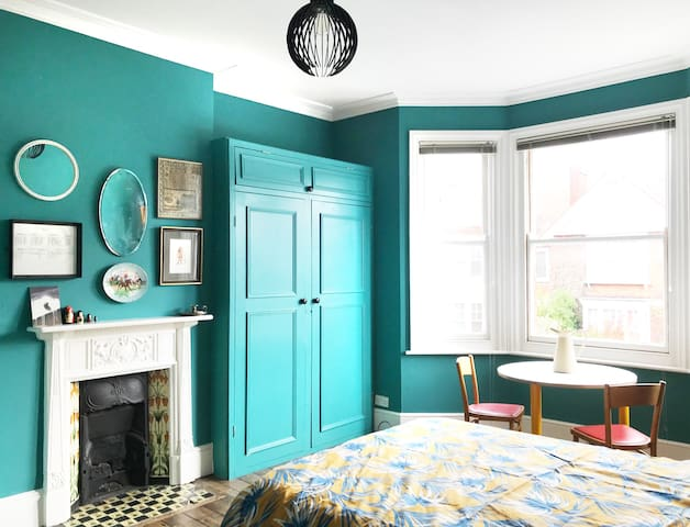 A Victorian Seaside Gem - Huge Double Room