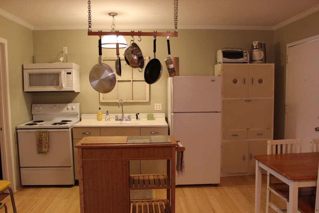 This cute kitchen has everything! Save some money and eat a few meals in...